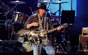 Neil-Young_2585857b