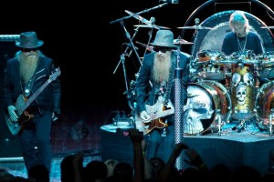 zz-top-performing-live-03