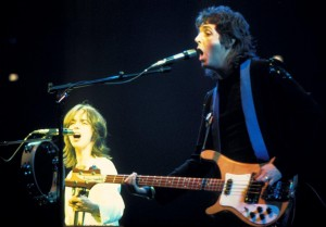 Paul_McCartney_with_Jimmy_McCulloch_-_Wings_-_1976