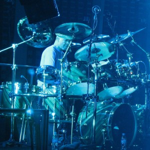 2157_-_Pittsburgh_-_Mellon_Arena_-_Genesis_-_Drum_Duet_(Chester_Thompson_crop)
