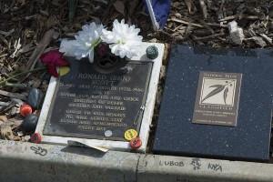 Grave_of_Bon_Scott,_Fremantle_Cemetery,_Western_Australia_-_20060218