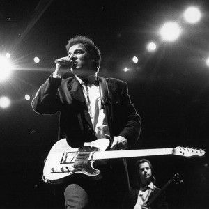 Bruce-Springsteen-performs-at-the-Rosemont-Horizon-during-his-Tunnel-of-Love-tour-in-1988_-theboss-s